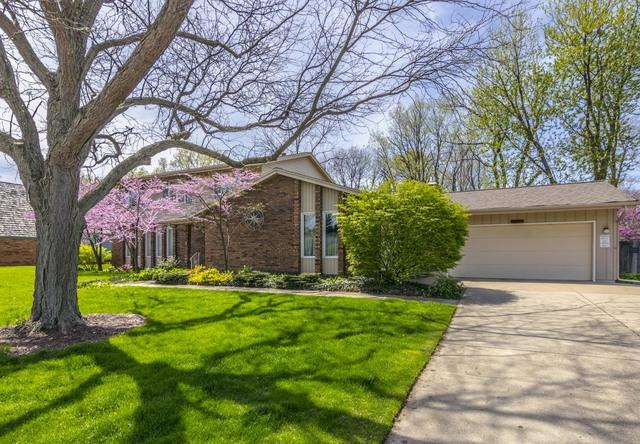 5 Canterbury Court, Bloomington, IL 61701 (MLS #10269706) :: Baz Realty Network | Keller Williams Preferred Realty