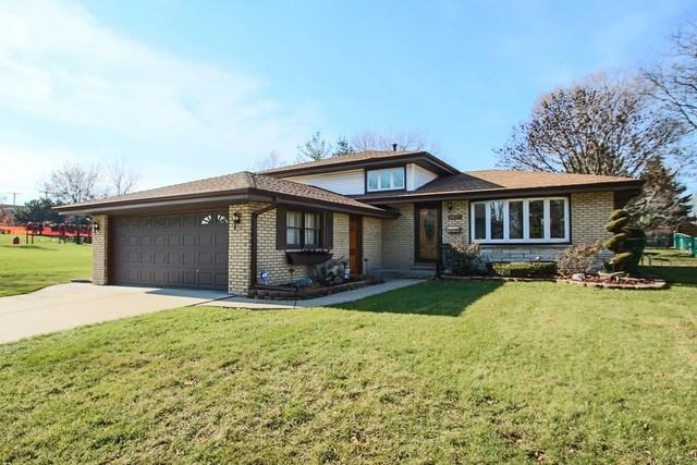 8820 S 85th Court, Hickory Hills, IL 60457 (MLS #10269808) :: Baz Realty Network | Keller Williams Preferred Realty