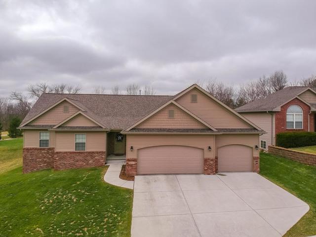 2213 Ridge Creek Drive, Bloomington, IL 61705 (MLS #10270153) :: Janet Jurich Realty Group