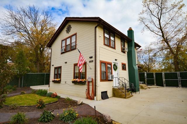 1823 Park Avenue, North Chicago, IL 60064 (MLS #10270551) :: HomesForSale123.com