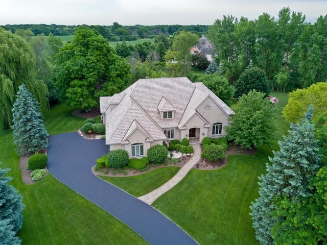5245 W River Bend Drive, Libertyville, IL 60048 (MLS #10271307) :: Helen Oliveri Real Estate