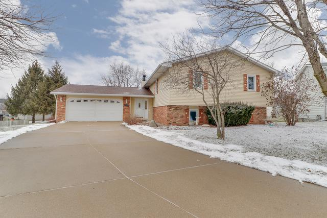 1300 Chadwick Drive, Normal, IL 61761 (MLS #10271449) :: Berkshire Hathaway HomeServices Snyder Real Estate
