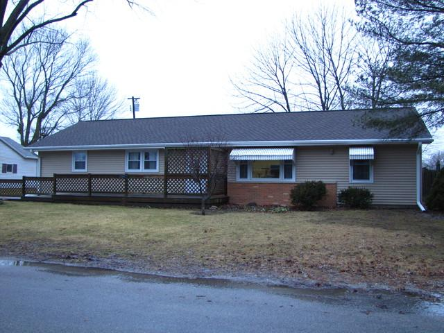 706 Southland Circle Drive, Tuscola, IL 61953 (MLS #10271925) :: Ryan Dallas Real Estate