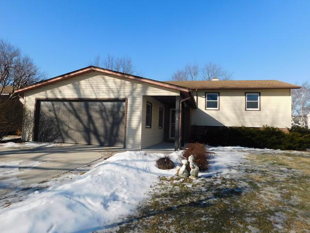 132 Coral Lane, Wheeling, IL 60090 (MLS #10273912) :: Helen Oliveri Real Estate