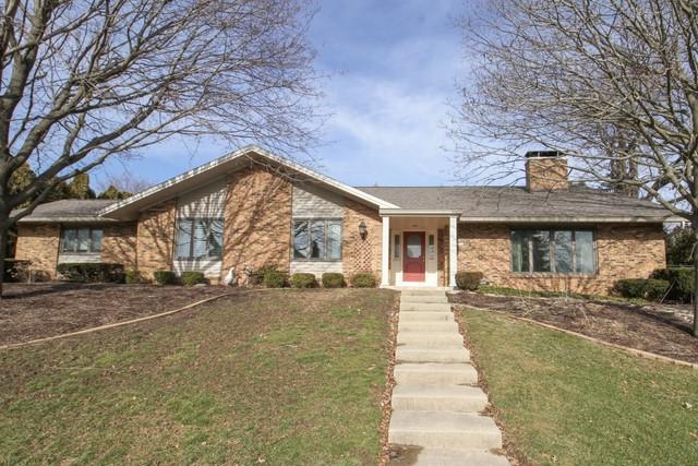 222 Mays Drive, Bloomington, IL 61701 (MLS #10275274) :: Janet Jurich Realty Group