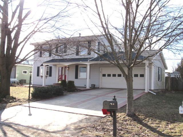 403 Cedar Drive, CLINTON, IL 61727 (MLS #10275916) :: Baz Realty Network | Keller Williams Preferred Realty
