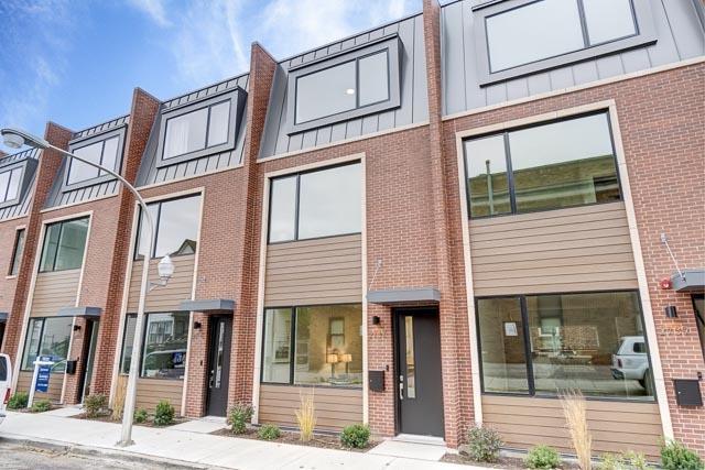2733 W Prindiville Street, Chicago, IL 60647 (MLS #10277096) :: Touchstone Group