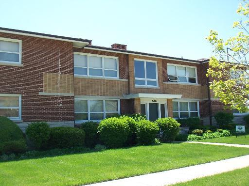 10351 Dickens Street 1W, Westchester, IL 60154 (MLS #10277762) :: The Mattz Mega Group
