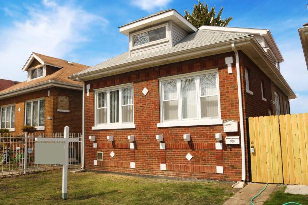 3640 W 65th Street, Chicago, IL 60629 (MLS #10279978) :: Helen Oliveri Real Estate