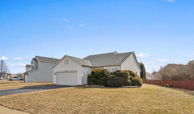 5320 Whispering Oaks Drive, Plainfield, IL 60586 (MLS #10300113) :: The Dena Furlow Team - Keller Williams Realty