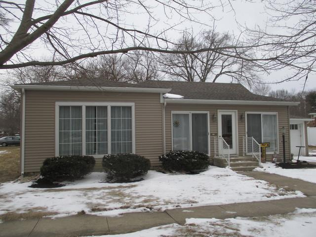 600 N Center Street, Tuscola, IL 61953 (MLS #10301081) :: Ryan Dallas Real Estate