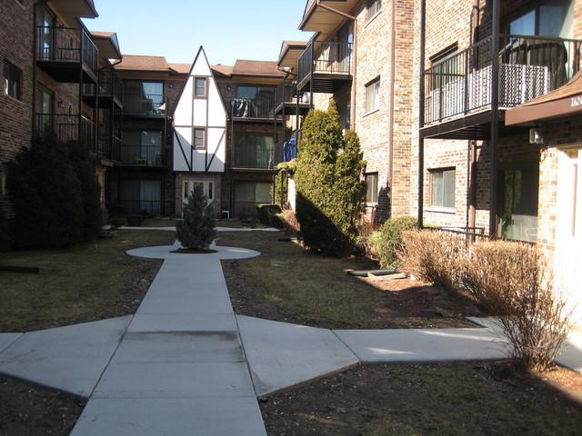 7608 W Lawrence Avenue 1B, Harwood Heights, IL 60706 (MLS #10306426) :: HomesForSale123.com