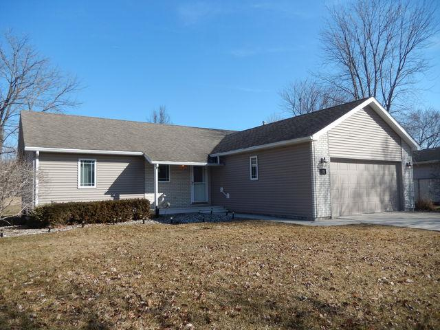 19 Laurel Lane, Grant Park, IL 60940 (MLS #10307404) :: Domain Realty