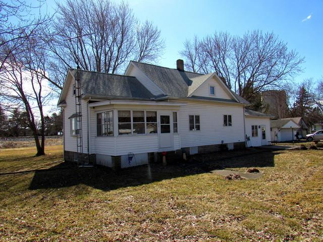 213 E Chester Street, Chestnut, IL 62518 (MLS #10309572) :: Ryan Dallas Real Estate