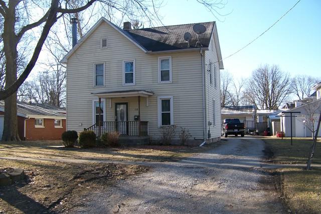105 E Chestnut Street, Fairbury, IL 61739 (MLS #10310243) :: Janet Jurich Realty Group