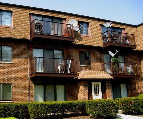 406 E Kensington Road D, Mount Prospect, IL 60056 (MLS #10310341) :: Helen Oliveri Real Estate