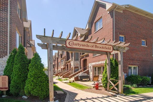 9531 Shields Avenue, Brookfield, IL 60513 (MLS #10311035) :: The Dena Furlow Team - Keller Williams Realty