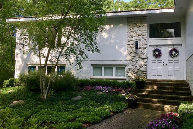 1765 Shore Acres Drive, Lake Bluff, IL 60044 (MLS #10311249) :: HomesForSale123.com