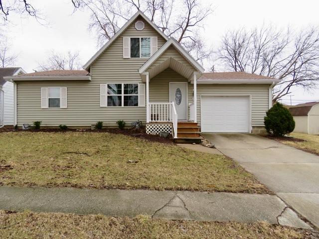 203 E Douglas Street, Carlock, IL 61725 (MLS #10311337) :: Ryan Dallas Real Estate