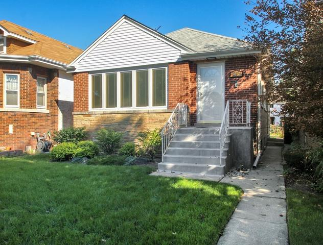 5836 Capulina Avenue, Morton Grove, IL 60053 (MLS #10311383) :: Helen Oliveri Real Estate
