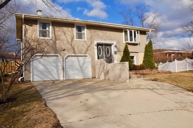 1345 Fairmont Road, Hoffman Estates, IL 60169 (MLS #10311486) :: The Dena Furlow Team - Keller Williams Realty