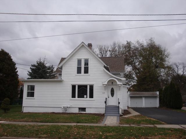 513 W Madison Street, Belvidere, IL 61008 (MLS #10311697) :: The Dena Furlow Team - Keller Williams Realty