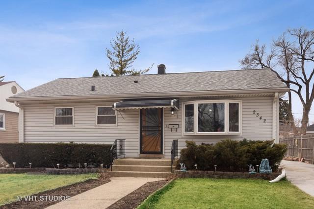 2342 Magnolia Street, Des Plaines, IL 60018 (MLS #10312394) :: Helen Oliveri Real Estate