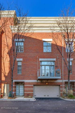 1050 W Chestnut Street, Chicago, IL 60642 (MLS #10313145) :: Berkshire Hathaway HomeServices Snyder Real Estate