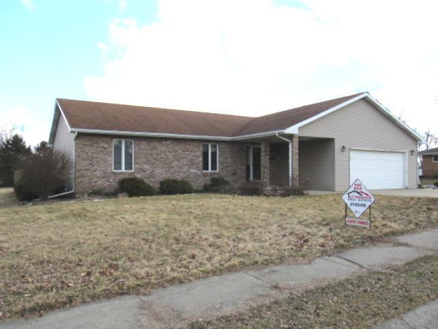 204 Cedar Drive, CLINTON, IL 61727 (MLS #10313302) :: HomesForSale123.com
