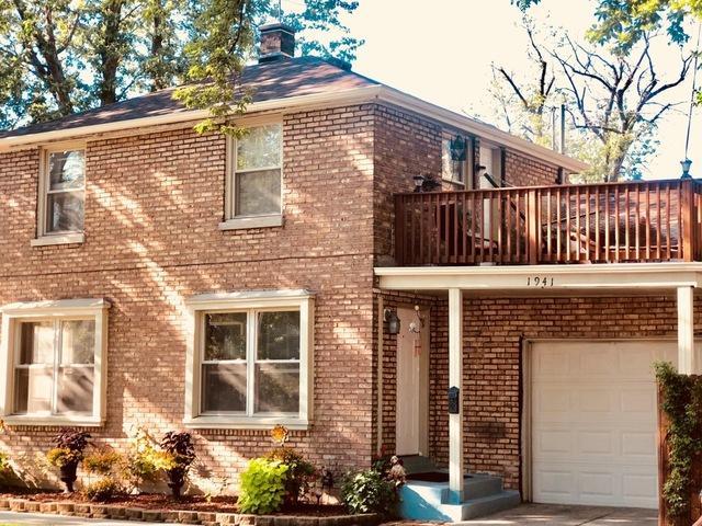 1941 S 19th Avenue, Broadview, IL 60155 (MLS #10313416) :: Helen Oliveri Real Estate