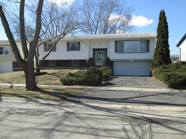 7164 Orchard Lane, Hanover Park, IL 60133 (MLS #10313492) :: The Dena Furlow Team - Keller Williams Realty