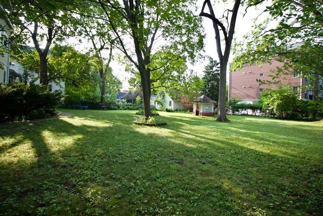 2530 Mcdaniel Avenue, Evanston, IL 60201 (MLS #10313588) :: Janet Jurich Realty Group