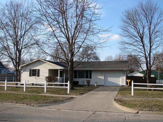 304 E Ensey Street, Tuscola, IL 61953 (MLS #10313749) :: Ryan Dallas Real Estate