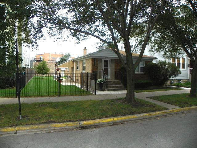 2219 W Barry Avenue, Chicago, IL 60618 (MLS #10315712) :: Leigh Marcus | @properties