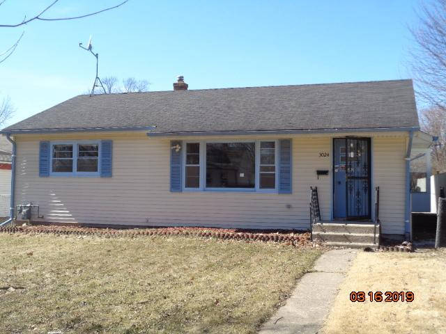 3024 Latham Street, Rockford, IL 61103 (MLS #10316188) :: The Dena Furlow Team - Keller Williams Realty