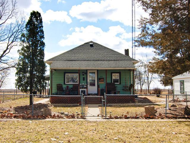 323 Emmett Street, Kinsman, IL 60437 (MLS #10319140) :: Property Consultants Realty