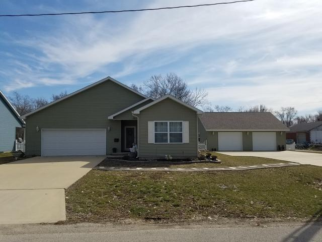 905 E Barker Street, Tuscola, IL 61953 (MLS #10322689) :: Littlefield Group