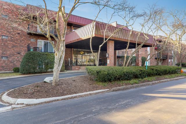 1053 W Ogden Avenue #347, Naperville, IL 60563 (MLS #10323870) :: Helen Oliveri Real Estate