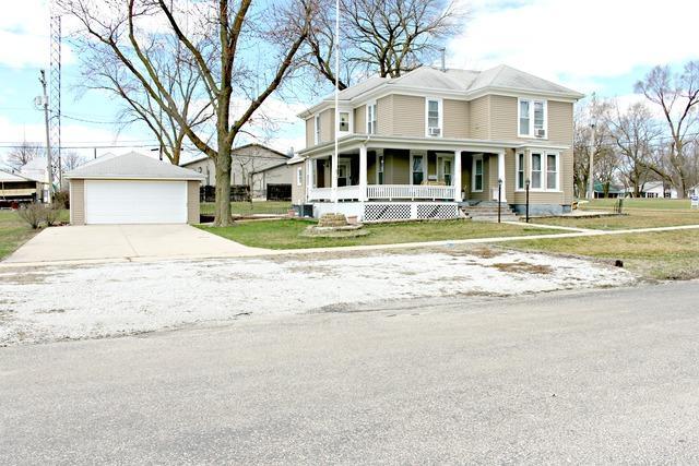 228 N Main Street, Gilman, IL 60938 (MLS #10326160) :: Domain Realty