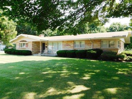 501 N 3rd Street, Fairbury, IL 61739 (MLS #10326809) :: Janet Jurich Realty Group