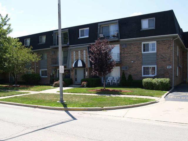 10304 Ridgeland Avenue #108, Chicago Ridge, IL 60415 (MLS #10327205) :: Domain Realty
