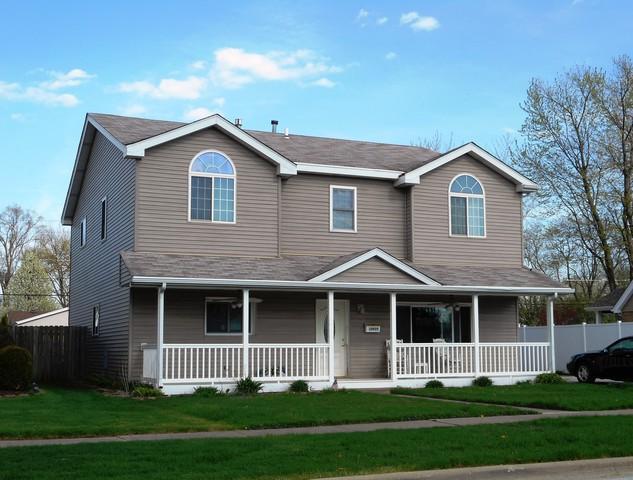 10925 Moody Avenue, Chicago Ridge, IL 60415 (MLS #10327344) :: Domain Realty