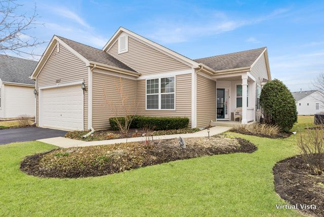 21257 Montclare Lake Drive, Crest Hill, IL 60403 (MLS #10327389) :: Helen Oliveri Real Estate