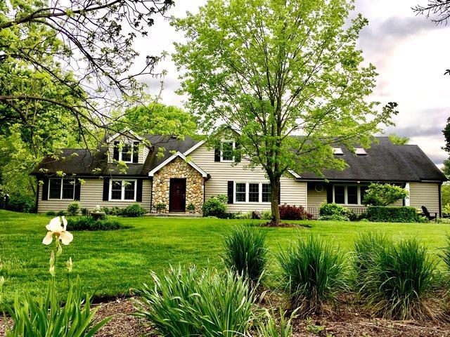 66 W Lake Shore Drive, Barrington, IL 60010 (MLS #10328175) :: Helen Oliveri Real Estate