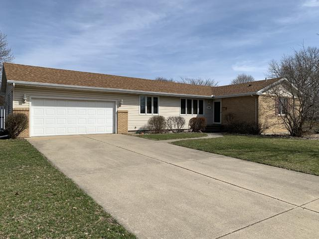2705 Marquette Road, Peru, IL 61354 (MLS #10328190) :: Helen Oliveri Real Estate