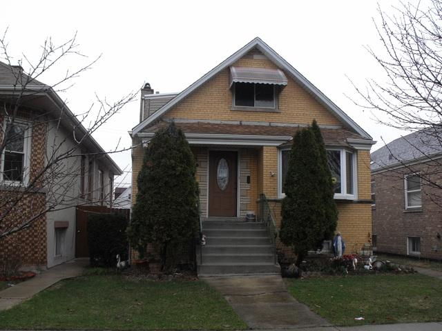 3924 W 56th Place, Chicago, IL 60629 (MLS #10332593) :: Helen Oliveri Real Estate