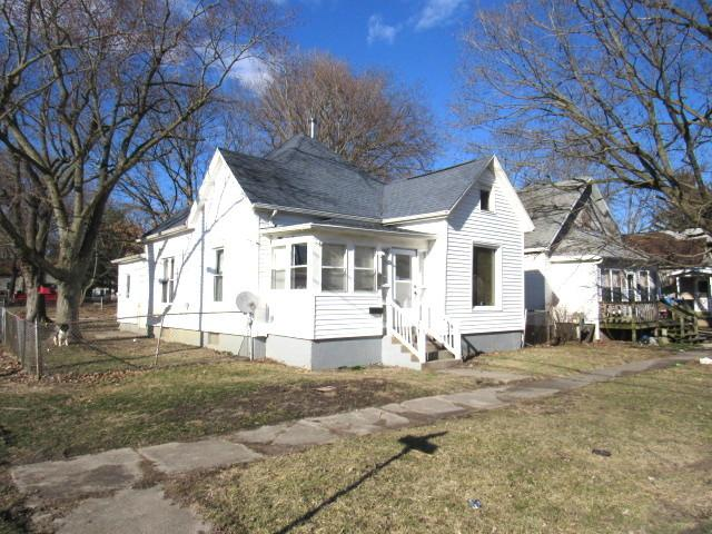 901 E Clay Street, CLINTON, IL 61727 (MLS #10334905) :: Berkshire Hathaway HomeServices Snyder Real Estate