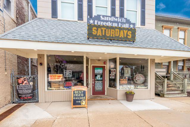 124 Main Street, Sandwich, IL 60548 (MLS #10335208) :: Leigh Marcus | @properties