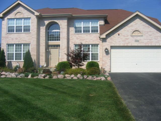1632 Acorn Drive, Hoffman Estates, IL 60192 (MLS #10336470) :: Berkshire Hathaway HomeServices Snyder Real Estate