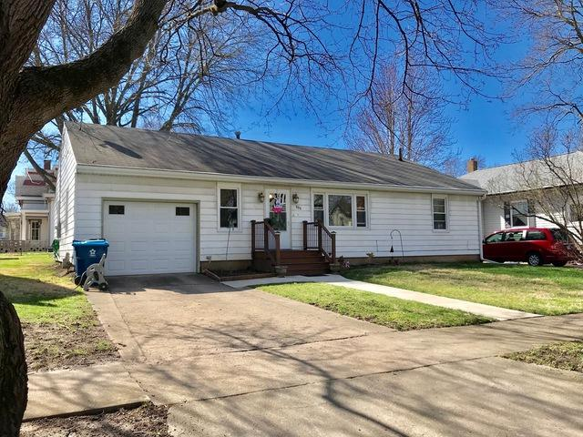909 N Chicago Street, Pontiac, IL 61764 (MLS #10337673) :: Janet Jurich Realty Group
